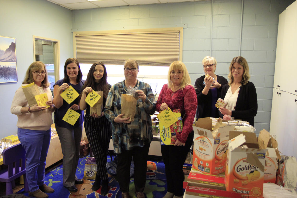 Brenda Tschanz, Lisa Llewellyn, Megan Atkins-Baker (campaign associate, United Way), Avril Tatterson, Angie Crowley, Shelley Enderton and Jayne Dangerfield lend at hand on behalf of Werklund School of Education at Closer to Home Community Services. Photo by Nicola Waugh, University Relations