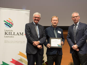 Killam Predoctoral Laureate Scott Sibole, Biomedical Engineering, with Killam Trustee Kevin Lynch (left) and Dr. Ed McCauley, vice-president (research)