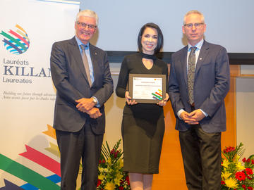 Killam Predoctoral Laureate Stephanie Coward, Community Health Sciences with Killam Trustee Kevin Lynch (left) and Ed McCauley, vice-president (research)
