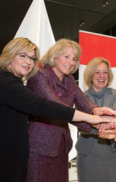 Joining University of Calgary President Elizabeth Cannon, second from left, at the announcement were (from left): the Hon. Sandra Jansen, Minister of Infrastructure; Alberta Premier Rachel Notley; and the Hon. Marlin Schmidt, Minister of Advanced Education.