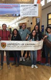 Visits to schools in the Mînî thnî (Morley) community are part of a new co-learning partnership between the Stoney Nakoda First Nation and the University of Calgary Faculty of Veterinary Medicine. From left: Lucy Luo, Thomas Snow, Alice Kaquitts, Brock Chappell, Amy Duong, Aylin Atilla, Joy Shokeir, and Cathy Wagg. Faculty of Veterinary Medicine photos