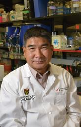 Wee Yong's study finds a common vitamin may help our immune system battle a deadly brain tumour.