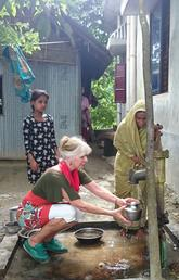 Judit Smits, professor of ecosystem and public health at the Faculty of Veterinary Medicine collects water with a villager in Bangladesh. Smits' three-year project involves using lentils to see if selenium levels can help combat arsenic poisoning from contaminated well water.